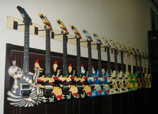 ESP-Guitars-Row.jpg (600x433 -- 66645 bytes)